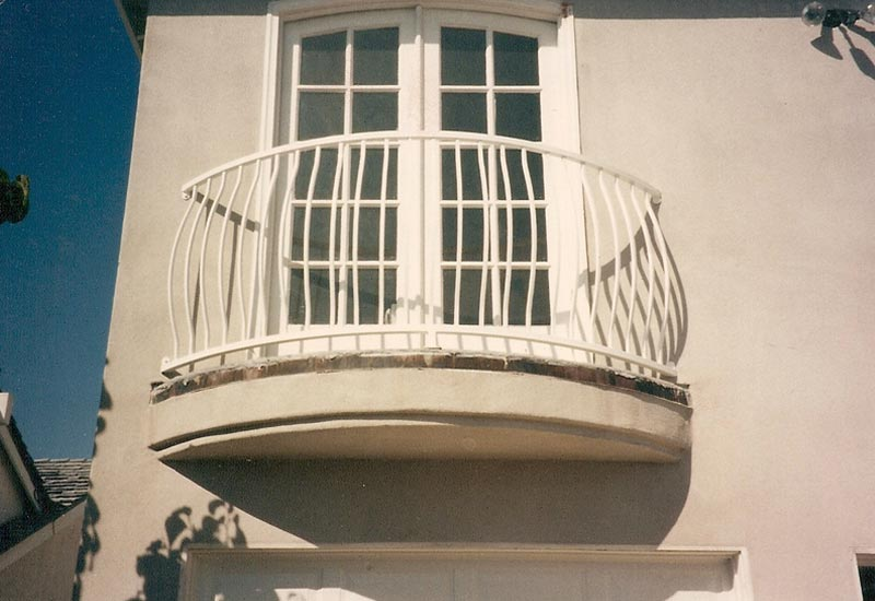 A Client In Huntington Beach Ca Wanted Safe And Simple Iron Balcony Rail We Designed This White Railing With French Spanish Style