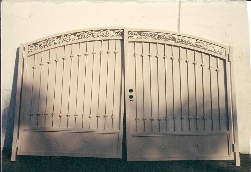 This Wrought Iron Spanish Driveway Gate With Privacy Screen Was Made For A Home In Dana Point Ca Gates Like The One Shown Here Are Very